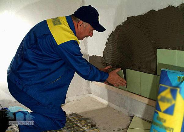 с чего начинается укладка плитки на стену