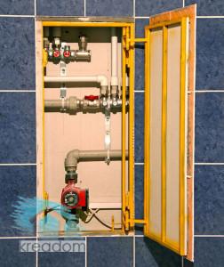 установка ревизионного люка в ванной