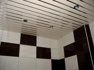 Навесной потолок из алюминиевых панелей