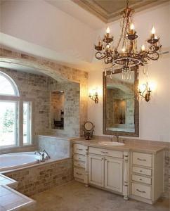 При выборе люстры учитывайте наличие окон в ванной комнате