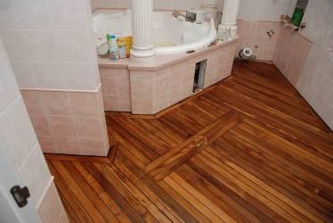 Обработка деревянного пола лакокрасочными материалами
